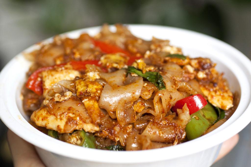 drunken noodles at hub thai